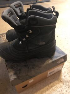 The North Face Size 7 Waterproof Boots