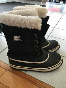 Women's Sorel winter boots - size 7