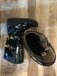 Burberry Boots size 9