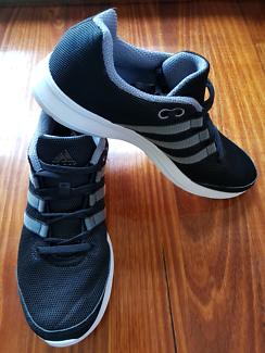 Adidas Light Runner shoe men's size 8US