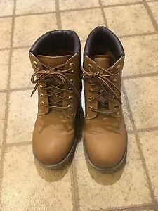 Timberland style boot size 8 Call It Spring