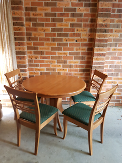 Dining table 4 seater like new