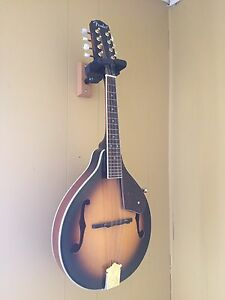 Like new - Fender mandolin