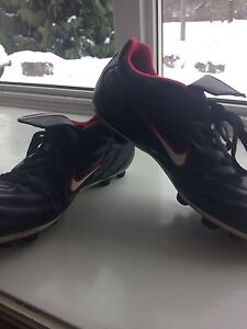 Lightly Worn Size 8.5 NIKE Cleats