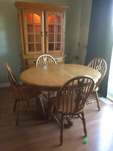Dining room table, buffet & hutch