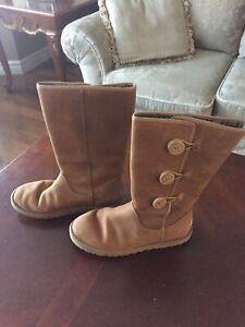 Ladies UGG Bailey Boot sz 7