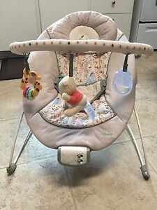 Winnie The Pooh bouncer/vibrating chair