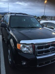 Ford Escape limited 2010 - toit -cuir - tres propre