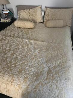 King Size Quilt, pillow cases, 2 bolsters; extra coverlet