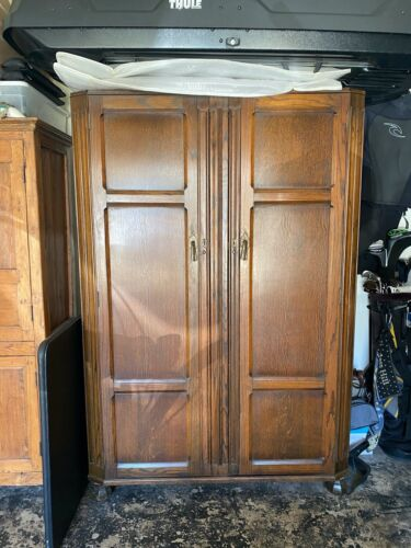 Antique Tiger Oak Armoire In Mission / Arts&Crafts Style