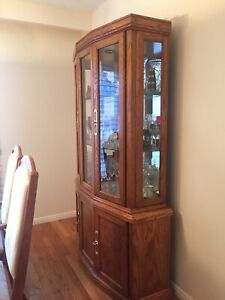 6 chair / table / china cabinet/ dinning room set