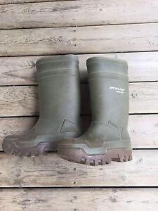Size 9 Dunlop Purofort boots
