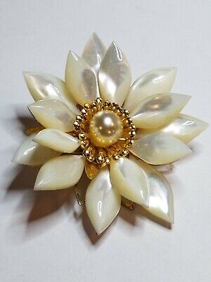 VINTAGE CARVED WHITE MOTHER OF PEARL FLOWER BROOCH PIN, GOLD TONE covid 19 (Pearl White Gold Brooch coronavirus)