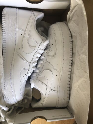 Nike Air Force 1 07 women's low top white size 6