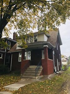 2 STORY BRICK HOME, 5 BEDS, 2 BATHS IN CENTRAL WINDSOR $1500+++