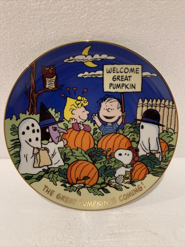 """Peanuts Magical Moments Plate """"The Great Pumpkin is Coming!"""""""