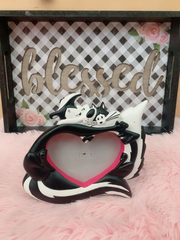 Pepe Le Pew and Penelope heart shape picture frame Warner Bros 1998
