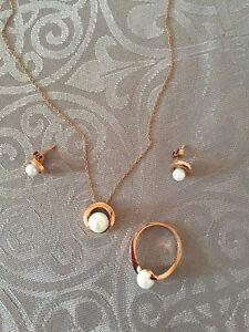 Ensemble collier boucle d'oreille bague or rose et perle
