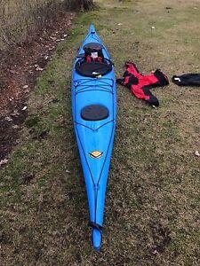 Kayak de mer Venture Easky 17 & 650,00$ d'equipements.