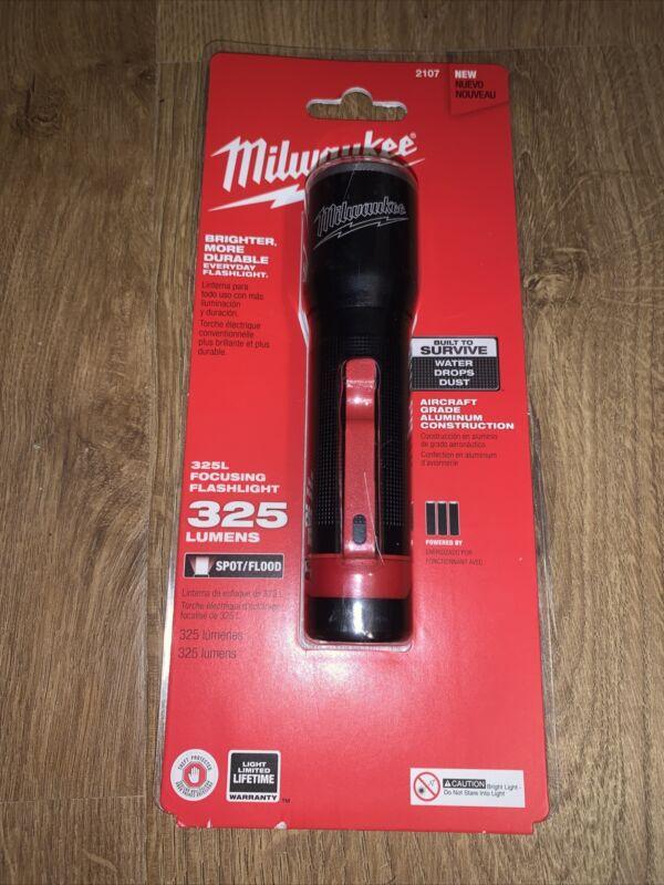 NEW Milwaukee 325L Focusing Flashlight 325 Lumens 2107