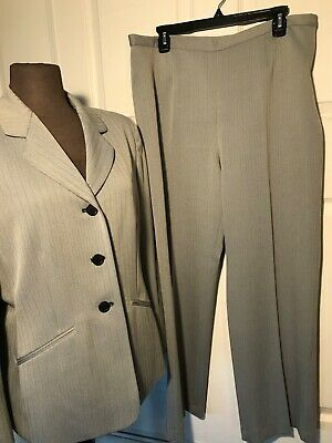 Jones Wear Suit Women's Size 14p Pant Suit stripe navy/beige 2 Piece