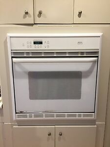 This wall oven is Frigidaire gallery
