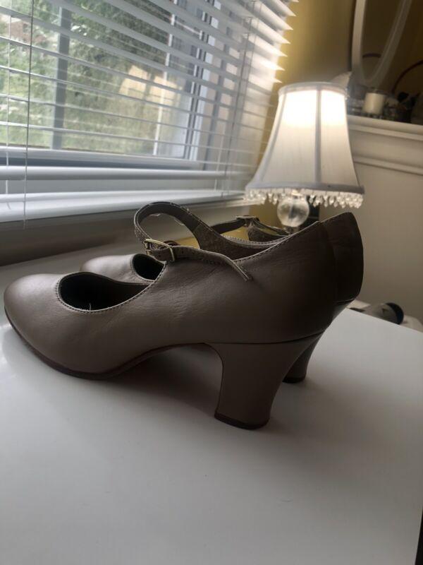 Capezio Manhattan Character Shoe-Women's 8, Leather