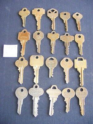 20 Vintage Brass Keys Tarnished Steampunk Crafts Great Patina (5-2)