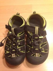 Black and green size 4 Keen sandals