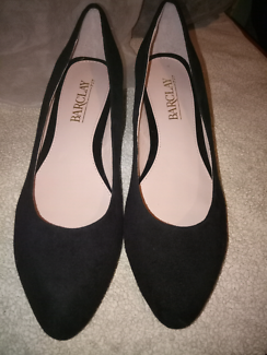 4 X womans shoes (size 6/36 small)