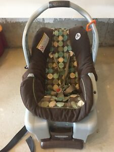 Baby seat/carrier in mint condition