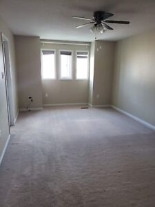 Master bedroom with private ensuite - 625$ Female only Oct1st