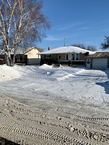 RESIDENTIAL + COMM Snow Removal Avail. 24/7 - Quick & reliable!