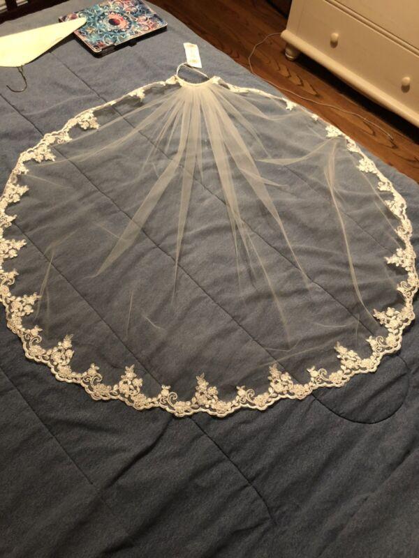 Wedding Veil With Lace Trim