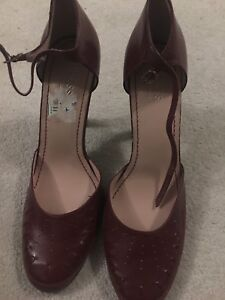 Heeled Mary Jane heeled shoes by Guess. Size 8