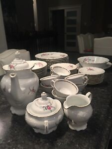 Formal dining dishes mint condition