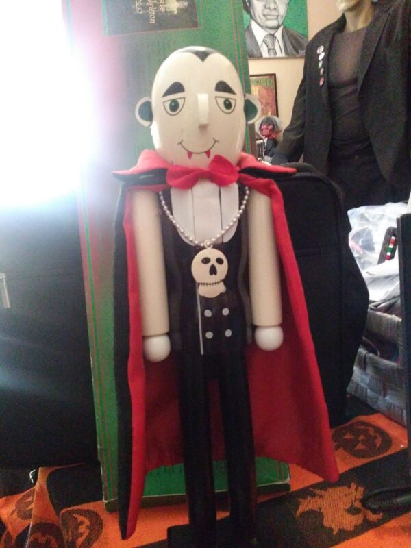 DRACULA VAMPIRE HALLOWEEN NUTCRACKER 15 Inches tall!!