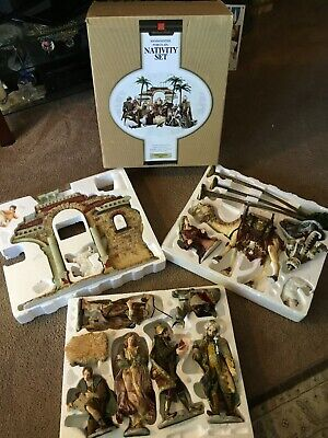 MEMBER'S MARK HAND-PAINTED PORCELAIN NATIVITY SET HOLIDAY COLLECTION 2005