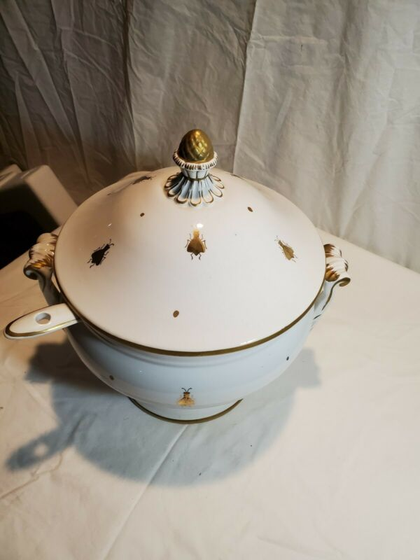 ceramic soup tureen with ladle - White with gold bee design - Lovely!