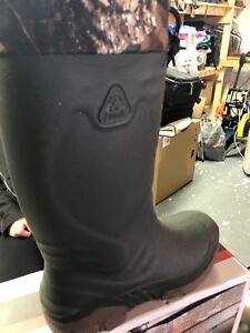 Size 9 Men's Boots - kamik winter lined