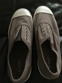 Seed laceless shoes