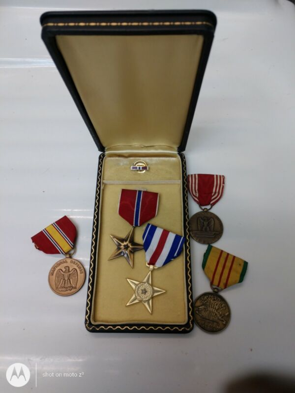 US military medal lot of 5 different awards bronze star vietnam coffin box