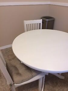 White kitchen table 42 inches in diameter , 4 highback chairs
