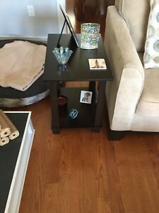 Living room table and 2 end table wood set great shape