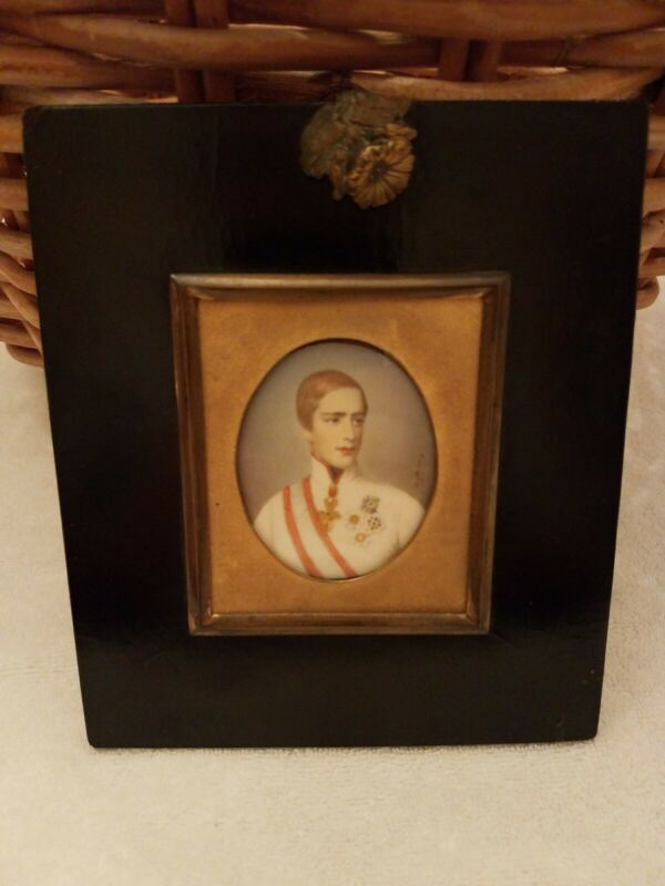 Antique  Contential Portrait miniature of a Gentleman  In Great Frame
