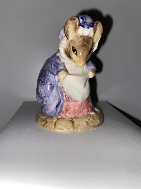 """1990 ROYAL ALBERT BEATRIX POTTER LADY MOUSE MADE A CURTSY FIGURINE 3.25"""""""