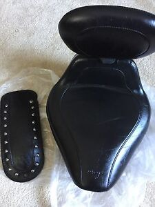 Mustang  Solo Seat  & Back Rest/Fender Bib Included