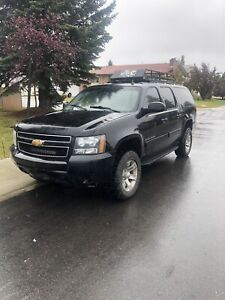 2014 Chevrolet Suburban LS 4x4. Runs and drives like new
