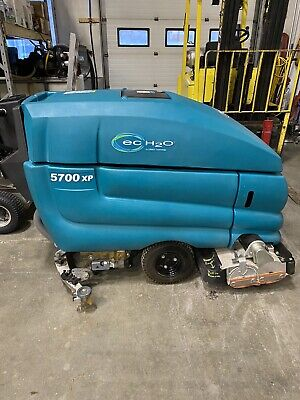 Tennant 5700 Xp 32 Walk Behind Floor Sweeper Scrubber  Only 47 Hours Of Use