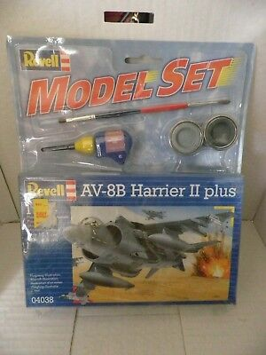 Revell Model Set A / V-8B Harrier II plus 1:144 scale. no.04038. copyright 2002.